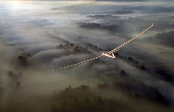 аэроплан над туманом