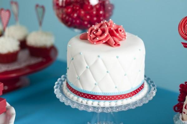нежность в картинках: аккуратный белый тортик