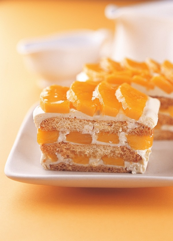 нежность в фото: пироженное с мандаринами