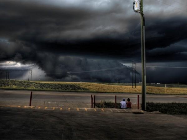 черное огромное облако