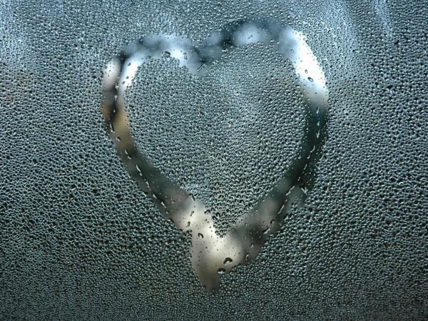 Капли на стекле, сердце