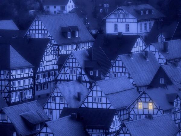 Синий дремотный вечер, традиционные европейские дома